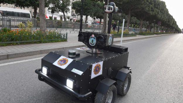 Coronavirus : la Tunisie utilise un robot pour faire respecter le couvre-feu
