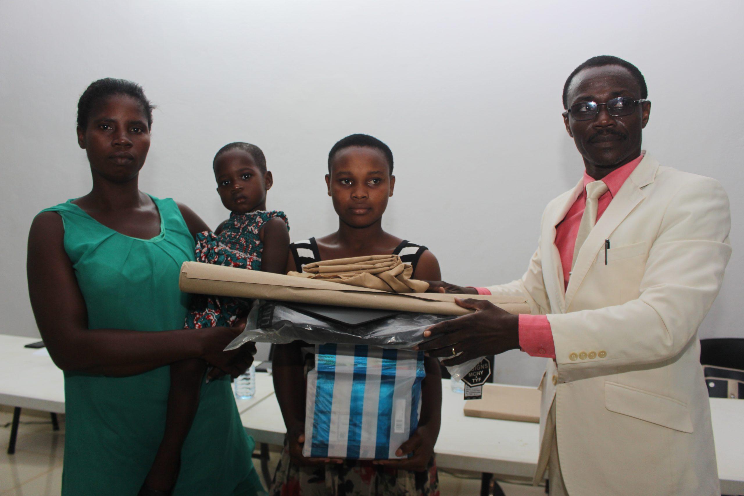 l'ONG Défi du Futur offre des kits scolaires à plus de 250 enfants