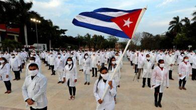 Photo of Covid-19 : des médecins cubains en Afrique du Sud pour aider le pays dans la lutte