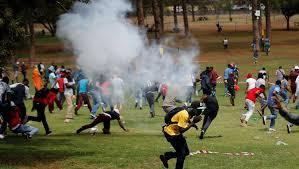 Photo of Covid-19 : En Afrique du Sud, des étudiants menacent de boycotter les cours en ligne