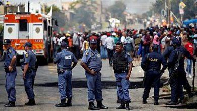 Photo of Covid-19 en Afrique du Sud : la Police fait face à une émeute de faim