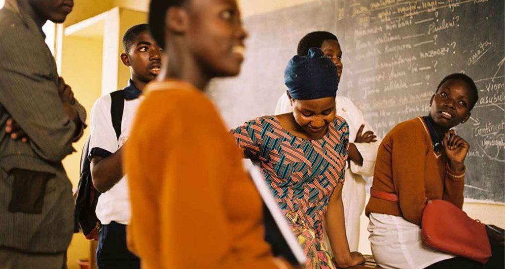 Des jeunes Rwandais produisent des feuilletons radio pour freiner la propagation du Covid-19