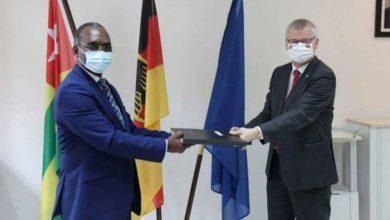 Photo of Covid-19 : l'Allemagne octroie 10 millions FCFA au Togo pour la fabrication de masques locaux