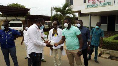 Photo of Togo : Fodoh Laba fait un don conséquent au personnel soignant