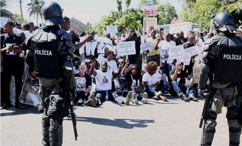 sept policiers et un civil
