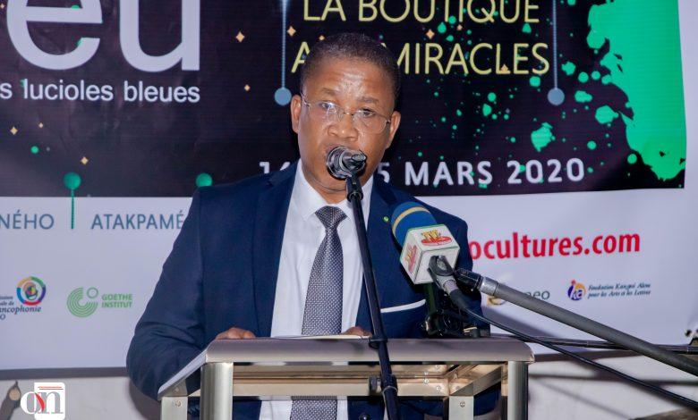 Le festival international les lucioles bleues est un rendez-vous de littérature qui regroupe à chaque édition plusieurs cafés littéraires et touchent à d'autres domaines de l'art tels que la photographie, le théâtre, etc. La 13e édition se tiendra sur dix (10) jours, du 16 au 25 mars. Elle se déroulera simultanément dans plusieurs localités : Atakpamé, Badougbé, Aneho et Lomé - Ocean's News