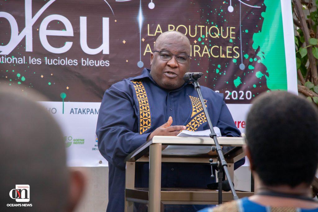 Ocean's News - M. Kangni Alem lors de son discours à la cérémonie d'ouverture du festival international les lucioles bleues