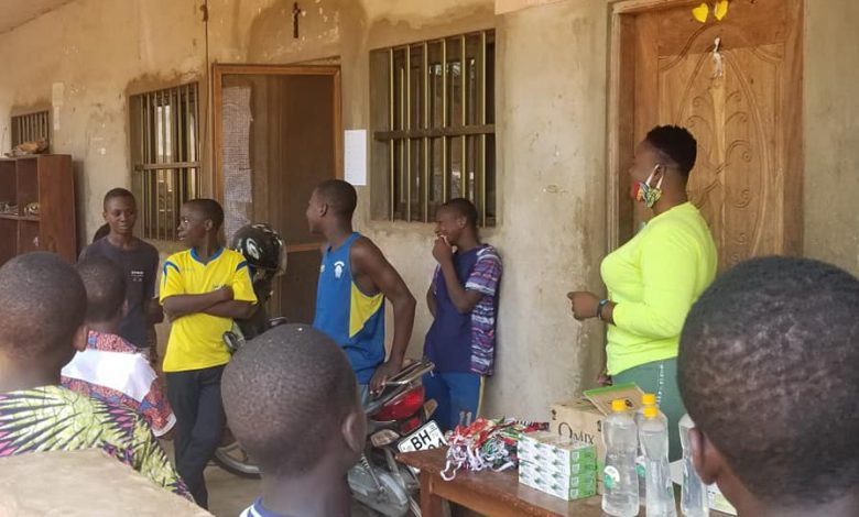 Sourire Ensemble sensibilise les enfants en situation de rue face au coronavirus au Togo - Ocean's News