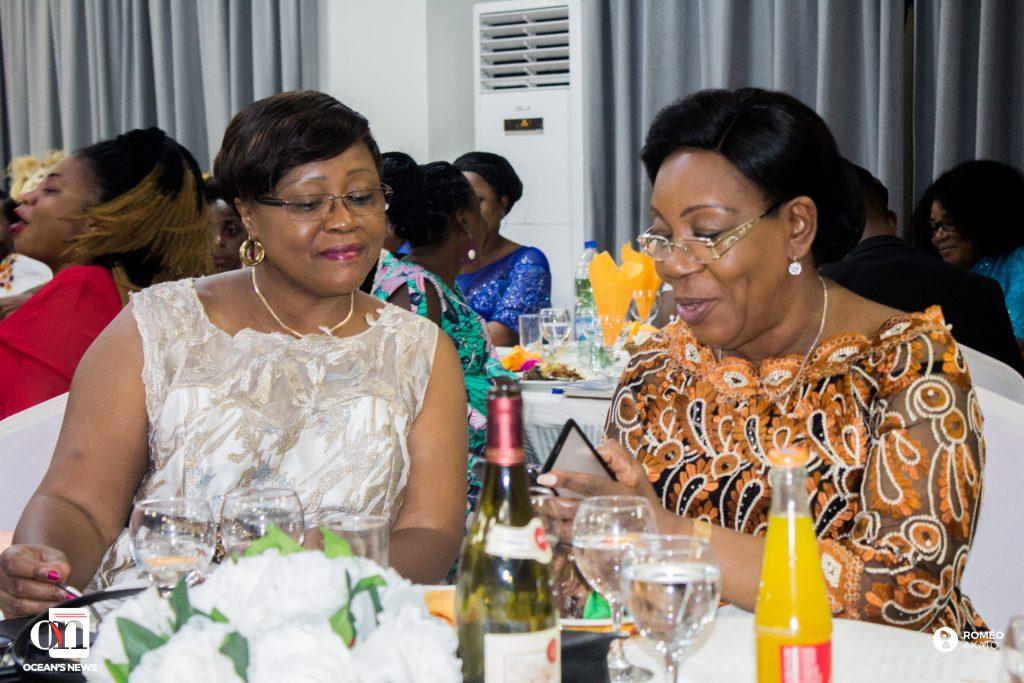 L'ex-présidente de la république Centrafricaine (à droite) en compagnie de l'ambassadrice du Tchad en Côte d'Ivoire (à gauche) lors de la soirée dîner gala