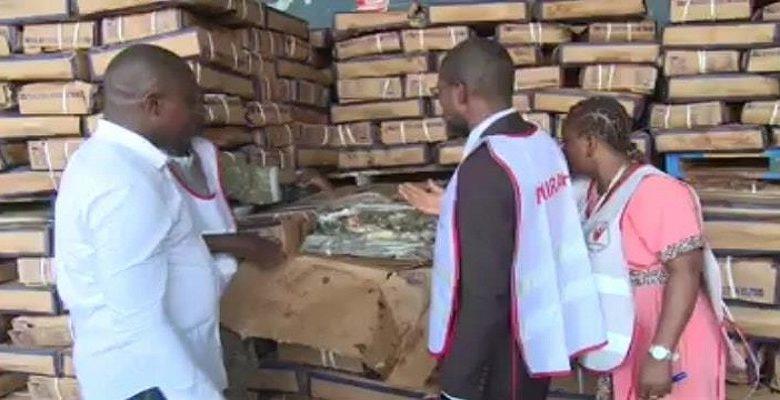 30.000 tonnes, c'est la quantité de poissons gâtés qui étaient prêt à quitter le Port d'Abidjan. Les agents du SICOSAV qui ont effectué la descente au port, ont mis la main sur les poissons qui étaient prêts à être écoulé sur le marché abidjanais.